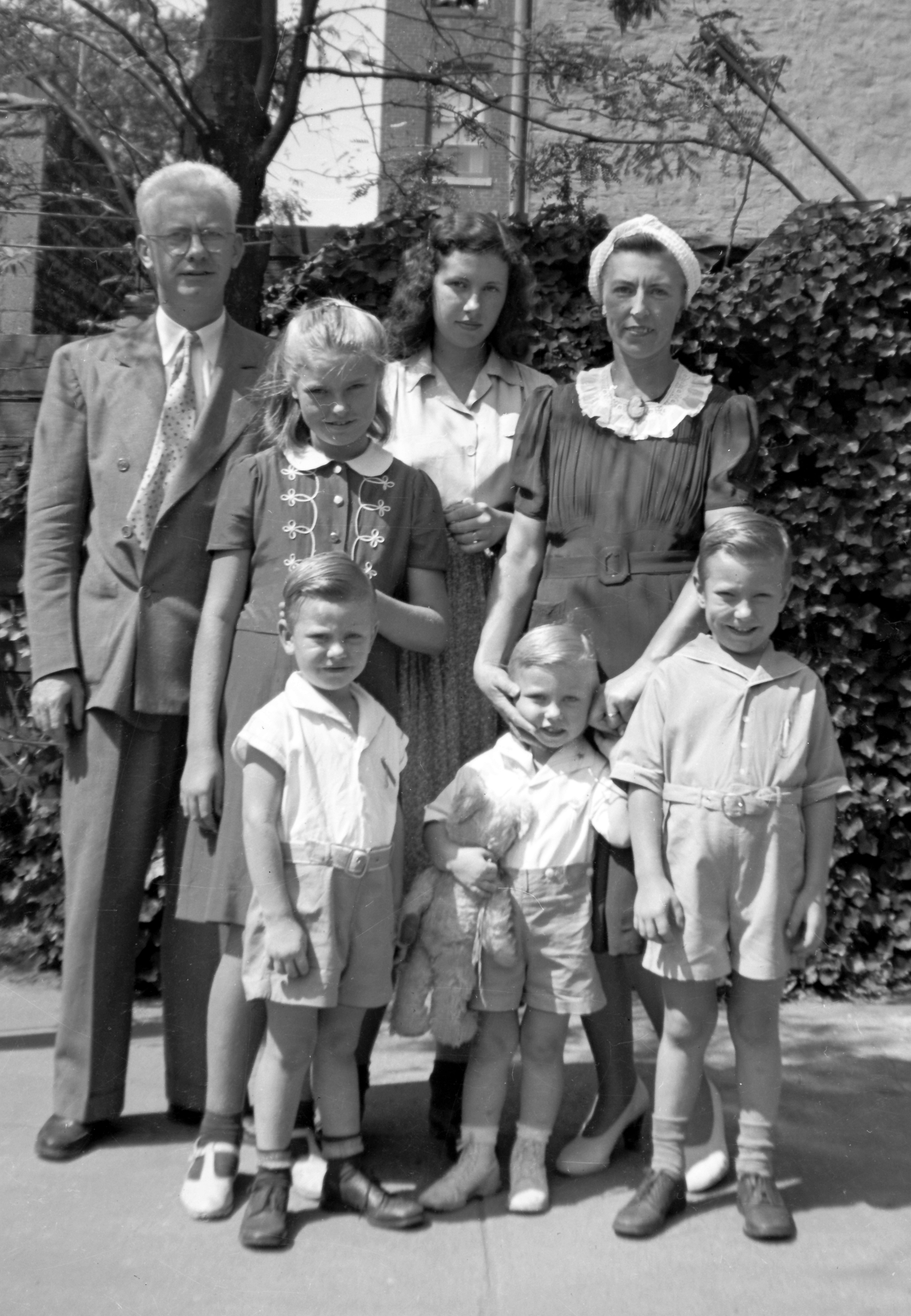 Edward_Holihan_Family_1940's